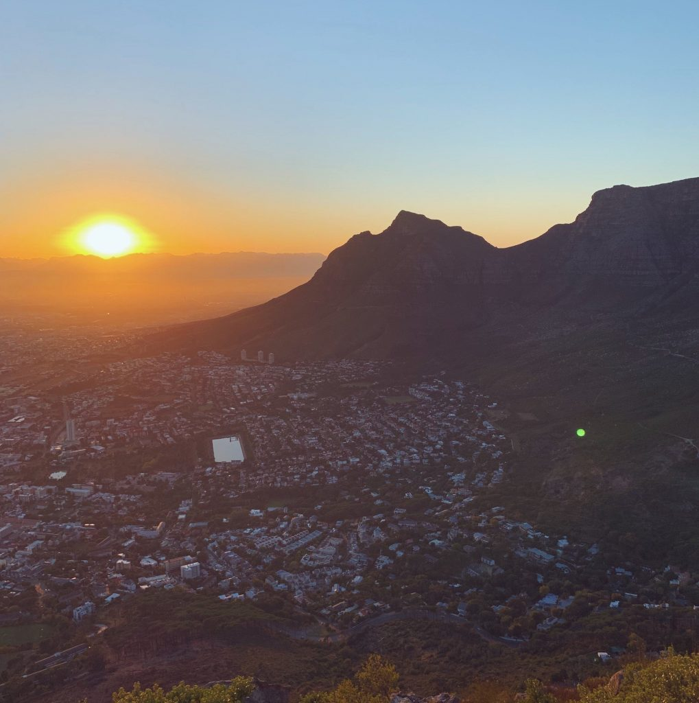 Faraway in Cape Town - sunrise on Lion's Head