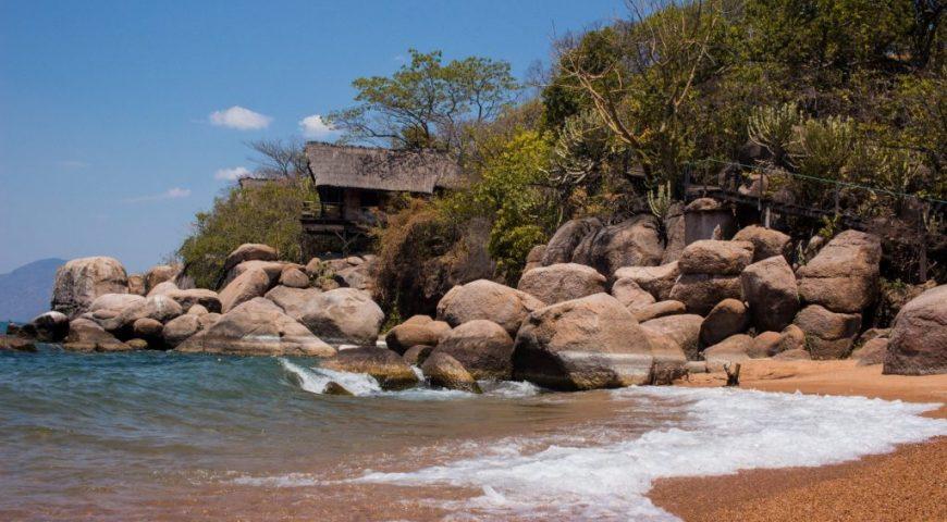Faraway escape to Malawi - off-grid at Mumbo Island